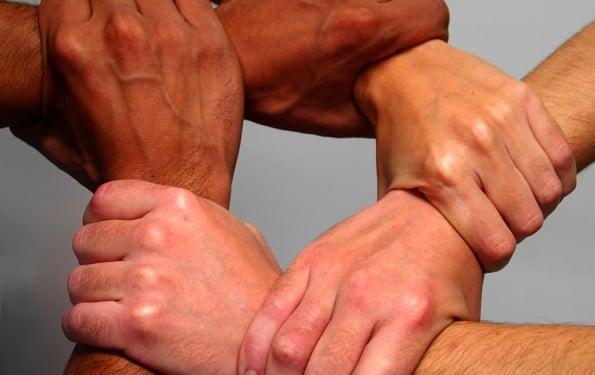 manos unidas solidario