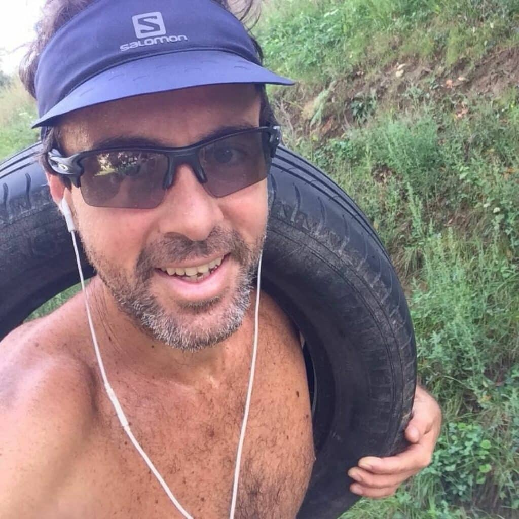¿Qué pasa cuándo quieres subir a la montaña y te encuentras una rueda? Que te la llevas a que «conozca mundo»
